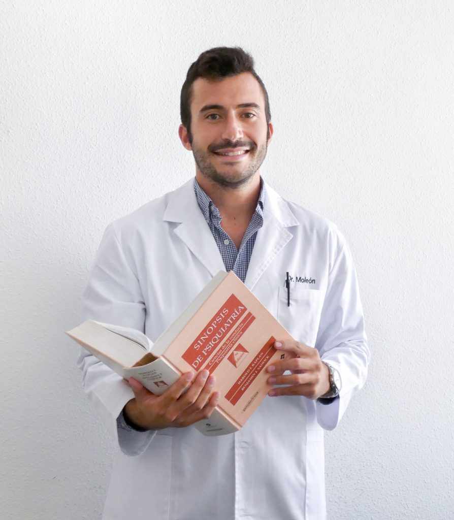 Dr. Álvaro Moleón Ruiz